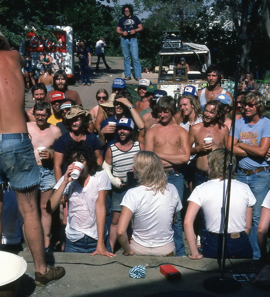 Bunkhouse Boys picnic crowd gathering.